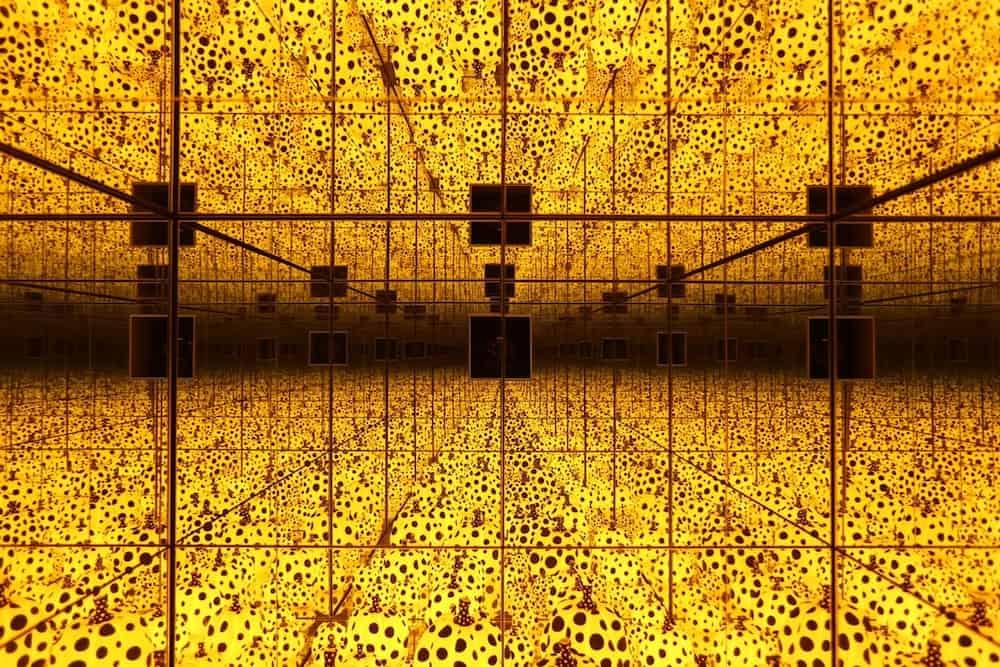 http-hypebeast-com-image-2017-07-yayoi-kusama-infinity-mirrors-exhibit-the-broad-museum-los-angeles-01